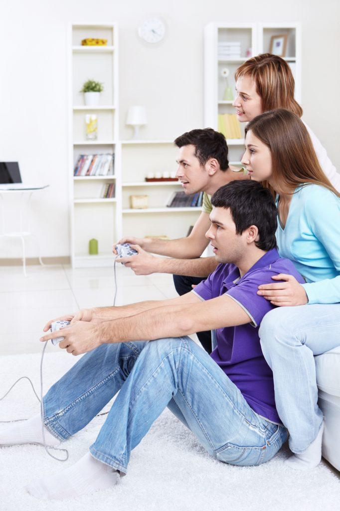 Unge spiller PlayStation